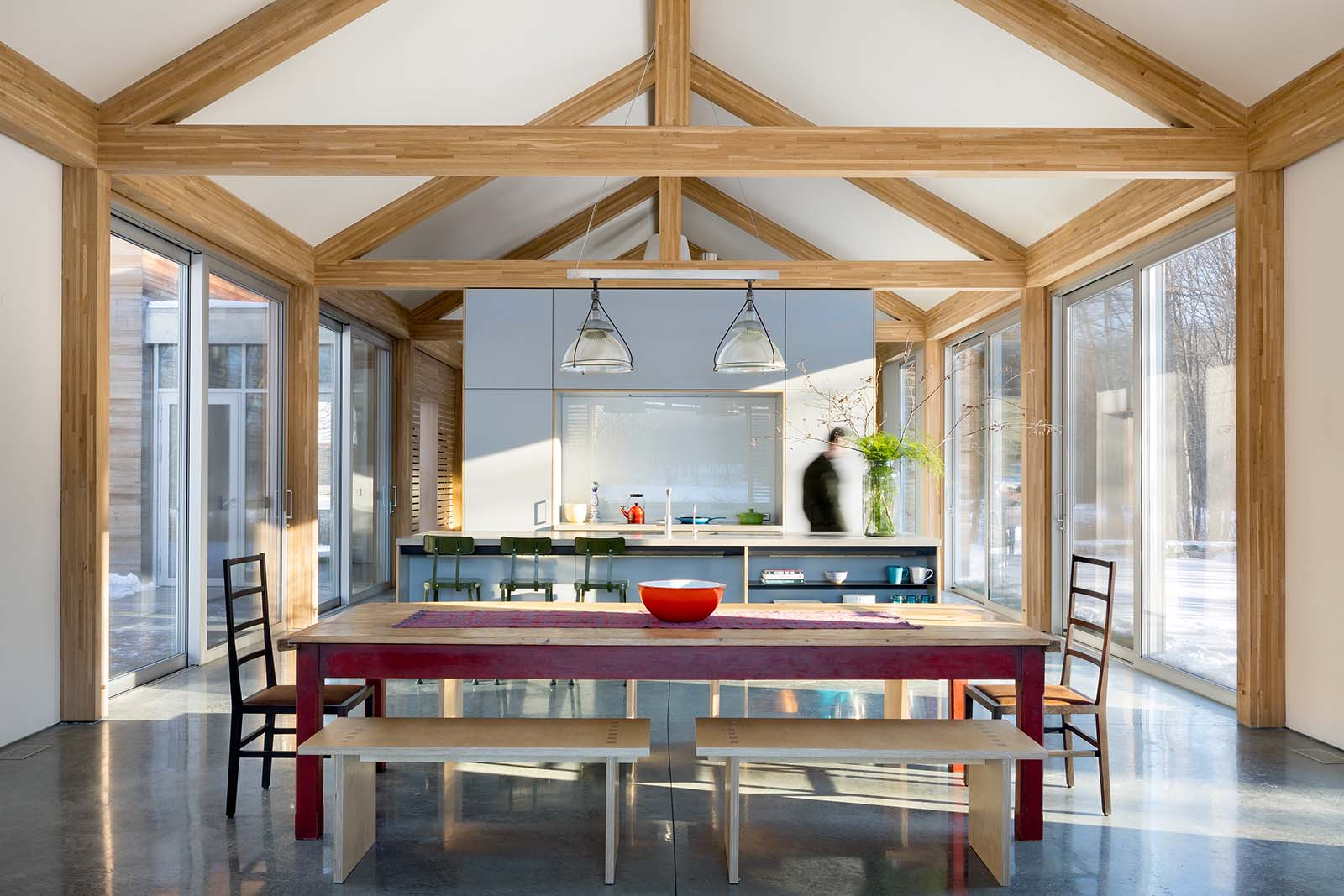 Lake   Flato Bensonwood Porch House collaboration greatroom and open kitchen